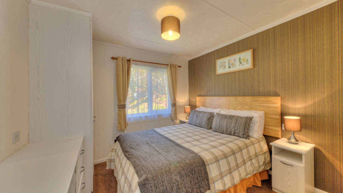 Willow 5 Berth Luxury Lodge Master Bedroom