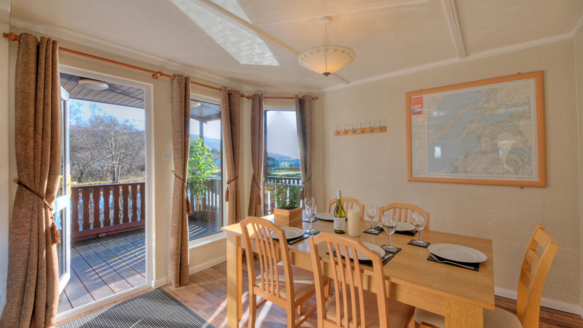 Willow 5 Berth Luxury Lodge Dining Room