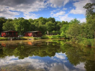 Willows Luxury Lodge Overlooking Pond